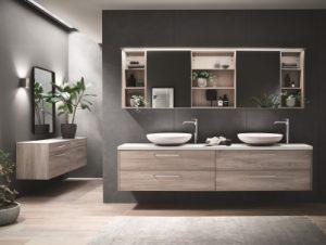 Une salle de bain moderne avec un meuble sous vasques flottant et un meuble mural avec miroir coulissant